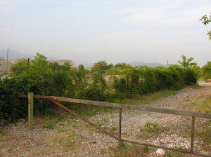 L'ingresso dell'area contaminata (via Cerca, 45)