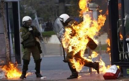 La violenza degli scontri in Grecia ad Atene