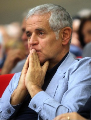 Roberto Formigoni in preghiera (voceditalia.it)